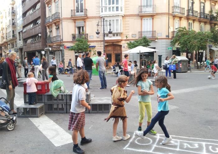 Dibujo de la Plaza Pizarro, los niños son protagonistas. Archivo personal.
