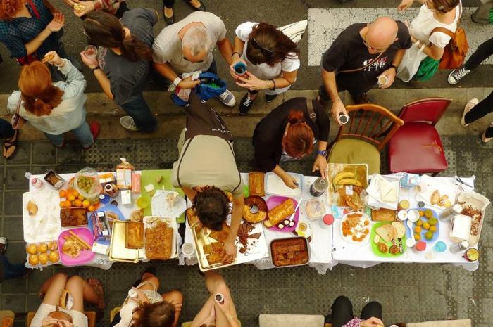Desayuno con viandantes. Fuente: valencia.lecool.com